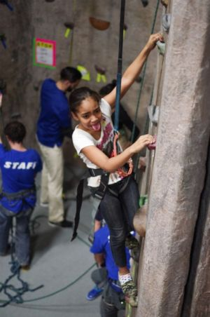Indoor-Rock-Climbing-21